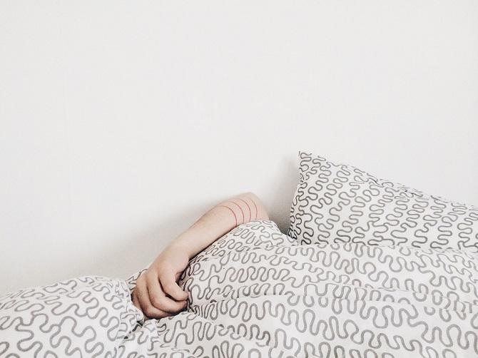 כמה שעות צריך לישון בגילאי 14 עד 17 שנים