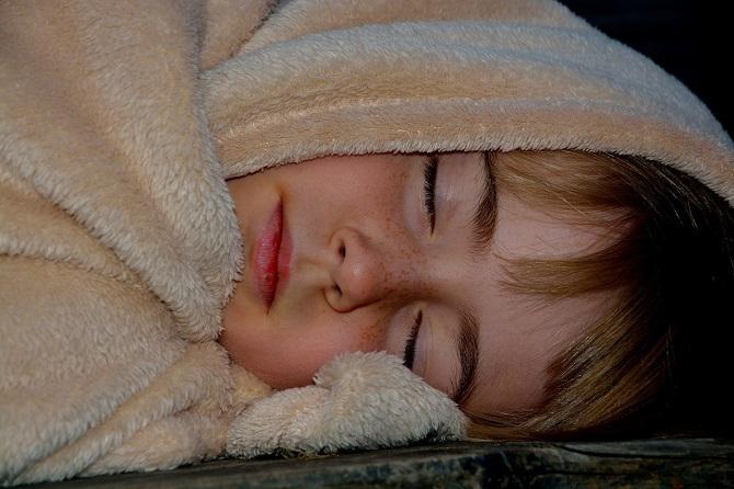כמה שעות צריכים לישון ילדים בגילאי 3 עד 5 שנים