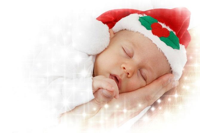 כמה שעות צריכים לישון תינוקות בגילאי 4 עד 11 חודשים